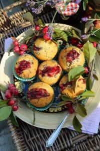 8B7A2384 2 muffins mit preiselbeerkompott